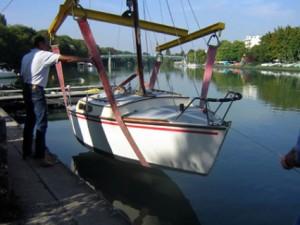 grue pour mise à l'eau des bateaux habitables